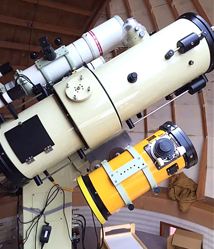 ドーム内天体望遠鏡